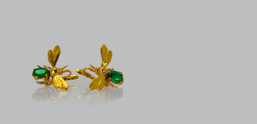 Emerald_insect_earring